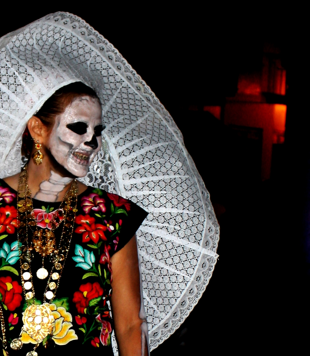 halloween and day of the dead essays Halloween and day of the dead share several similarities, including decorating with images of skeletons, ghosts, and the deceased as well as consuming sweets like candy and chocolate these holidays.