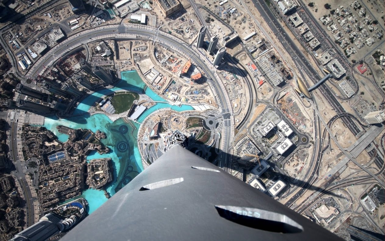 28 dizzying photos from the top of the world 39 s tallest for Best at dubai