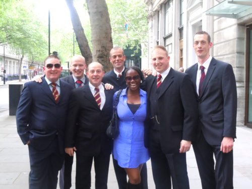 Businessmen in London who stopped for a picture (Photo: Siury Mercedes)