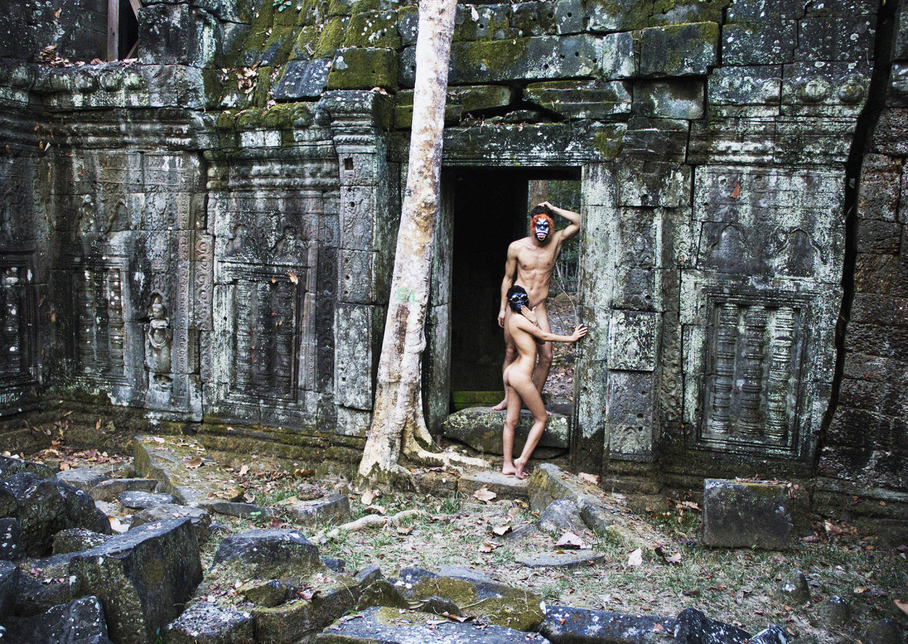 Seems me, Angkor wat nude