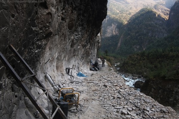 the road construction on Annapurna Circuit