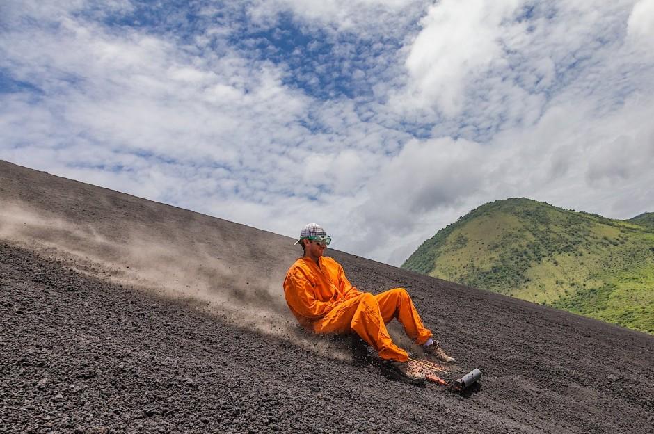 1-volcano-boarding