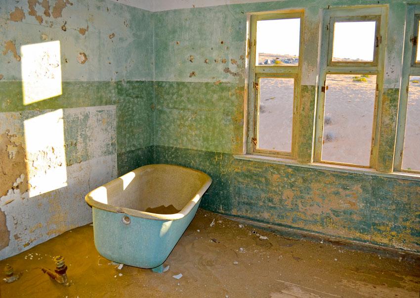 10-ghost-town-Kolmanskop-1