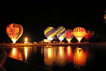 Glowing night balloons