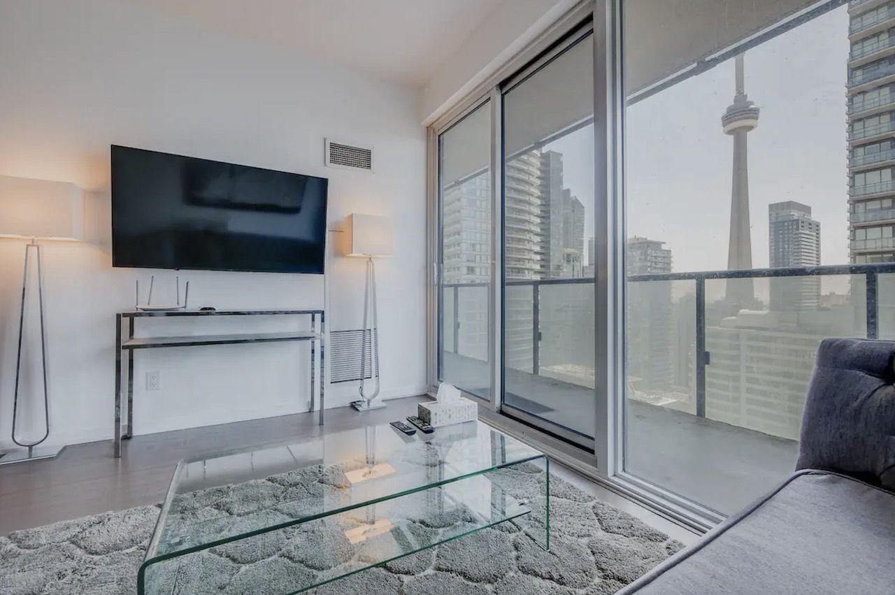 Premium City/CN Tower View