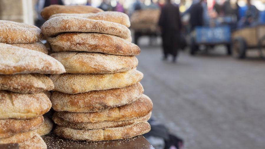 Jangan Buang Roti saat Berkunjung ke Maroko