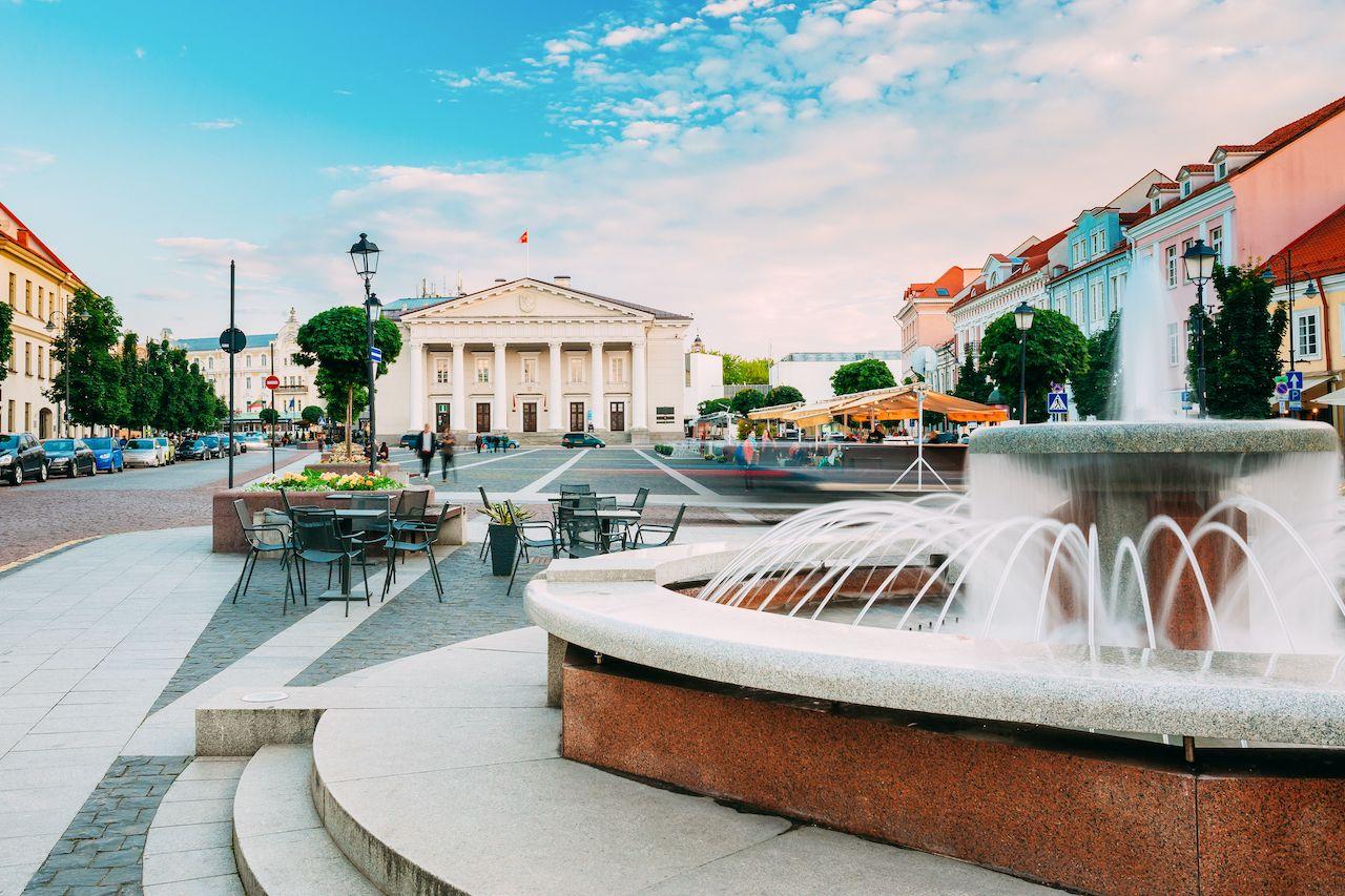 lithuania-capital-vilnius-outdoor-cafe