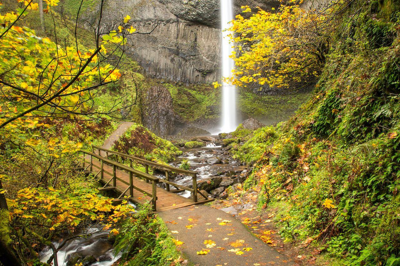 Oregon's Multnomah Waterfall in the fall
