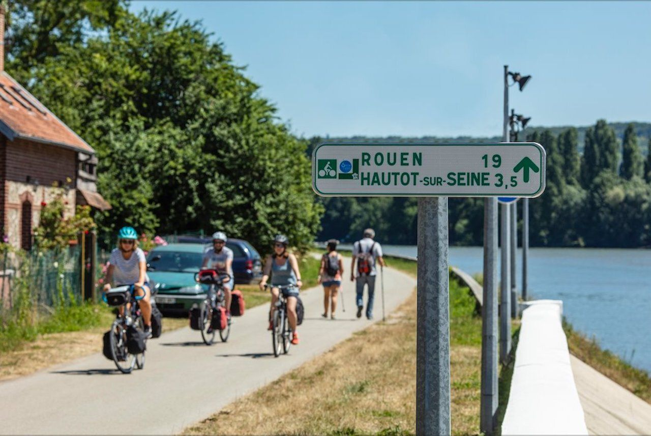 Biking along the Seine River, from Paris to the Channel