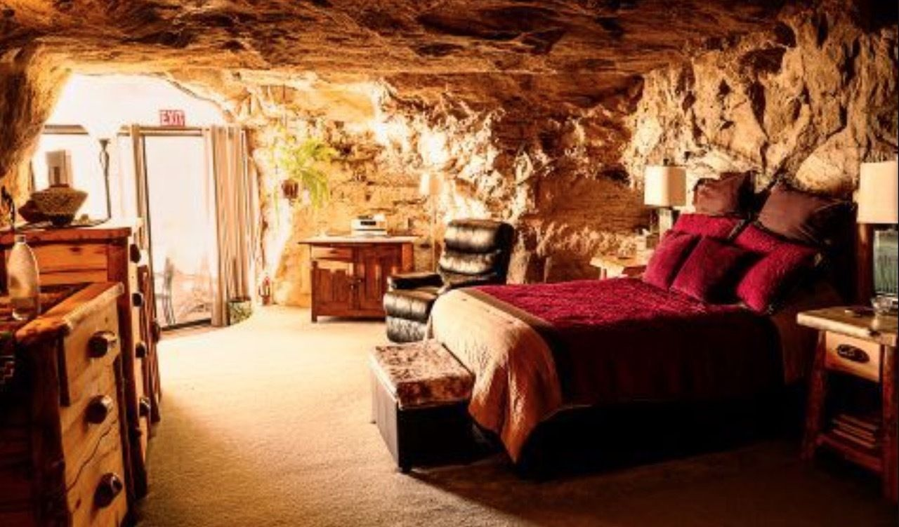 Underground accommodation in New Mexico for election week for just 5 dollars per night