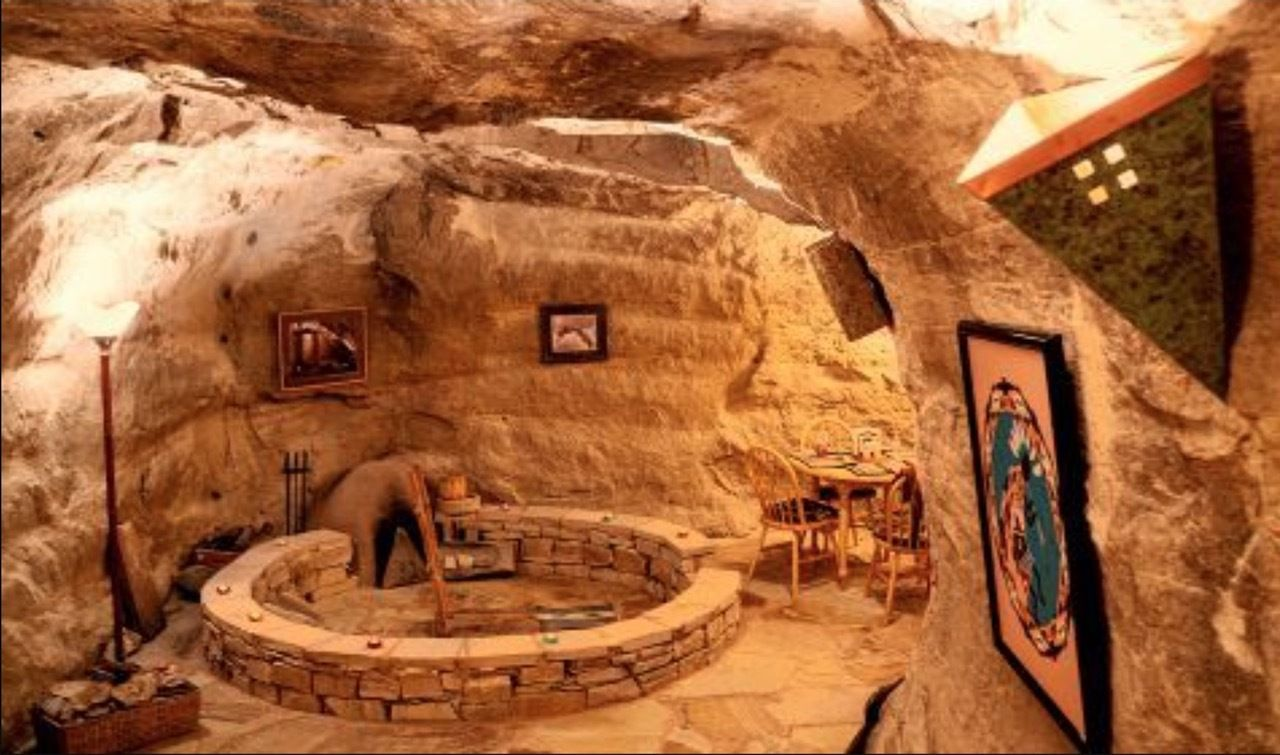 Underground accommodation in New Mexico for election week