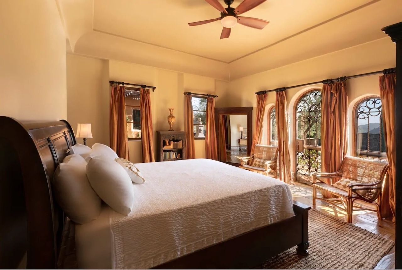 Mansion from The Bachelor and The Bachelorette bedroom