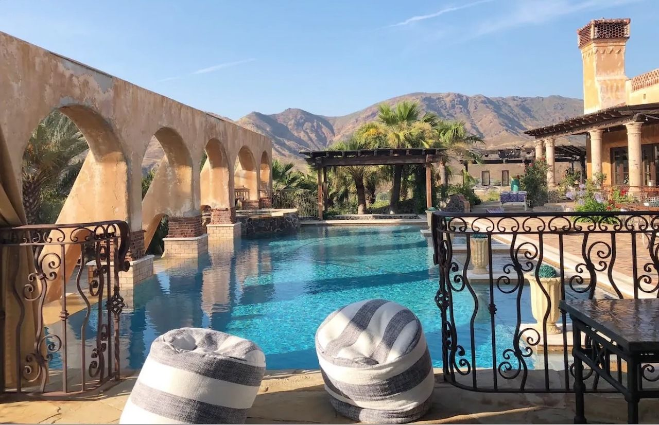 Mansion from The Bachelor and The Bachelorette pool