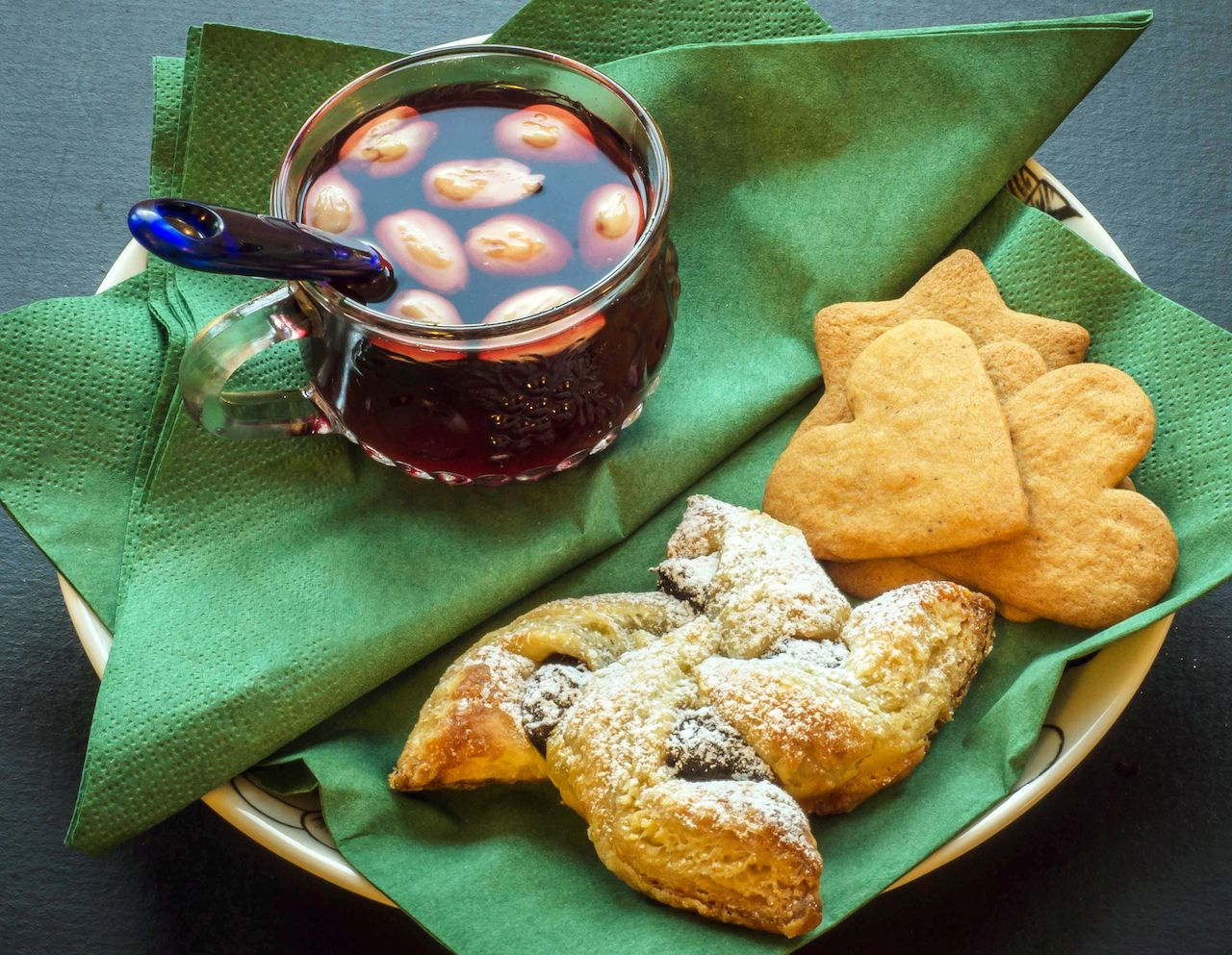 Finnish pastry and glogg
