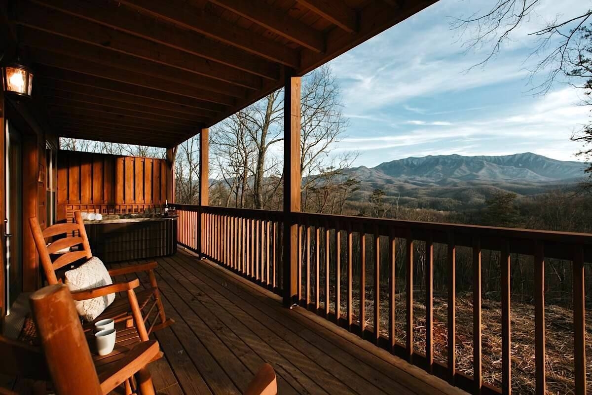 Modern cabin in Gatlinburg Tennessee for rent on Airbnb