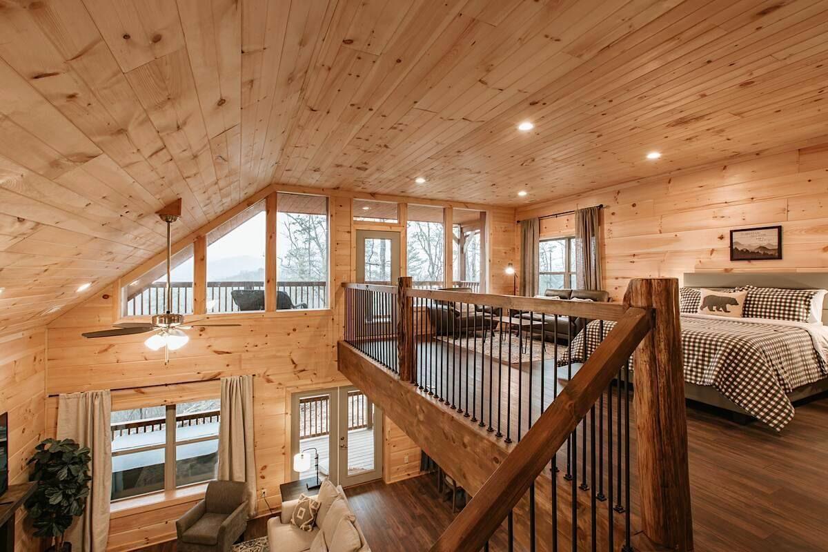 Modern cabin in Gatlinburg Tennessee