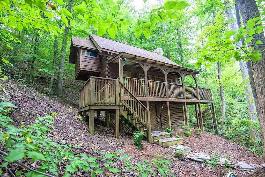 Rustic cabin only minutes from the Blue Ridge Parkway Pigeon Forge Tennessee