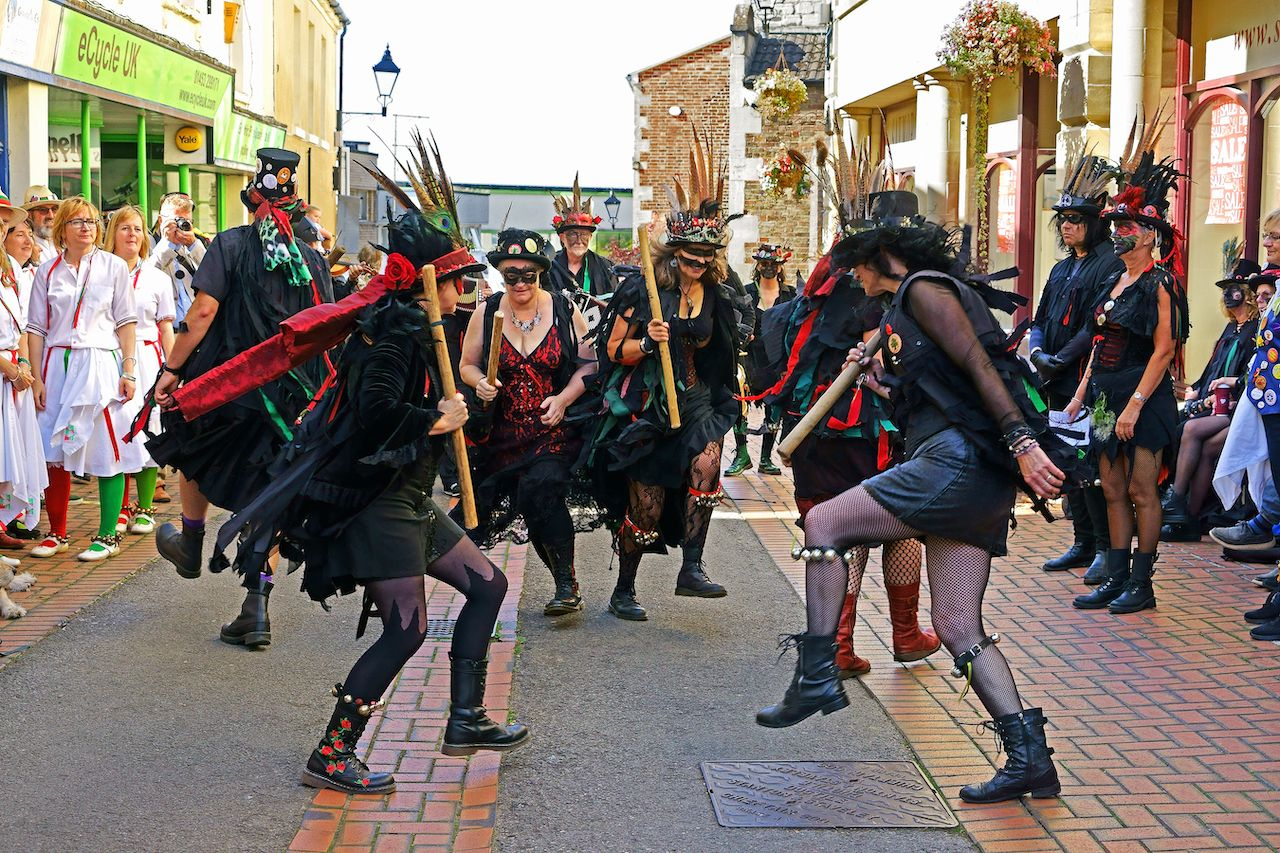 Styx of Stroud Border Morris dancing to the music
