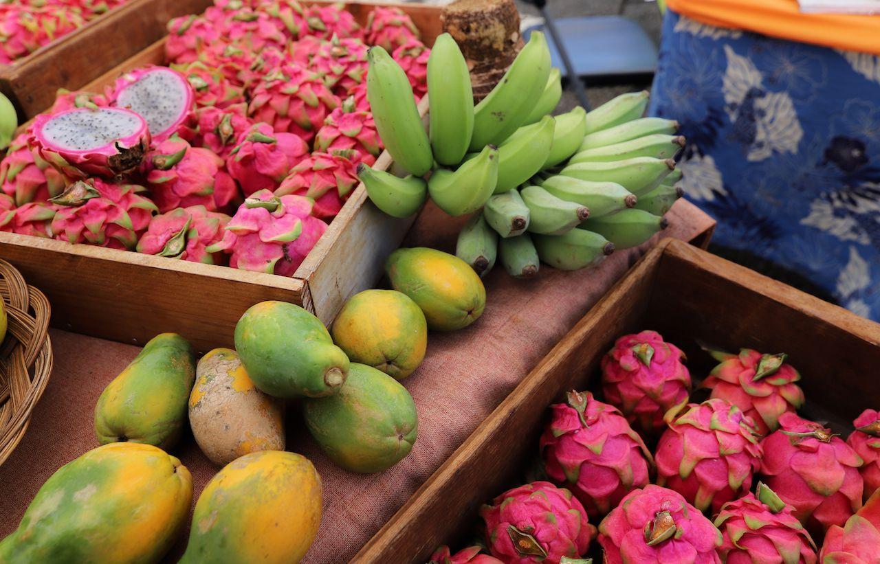 Dragonfruit, papayas, and bananas