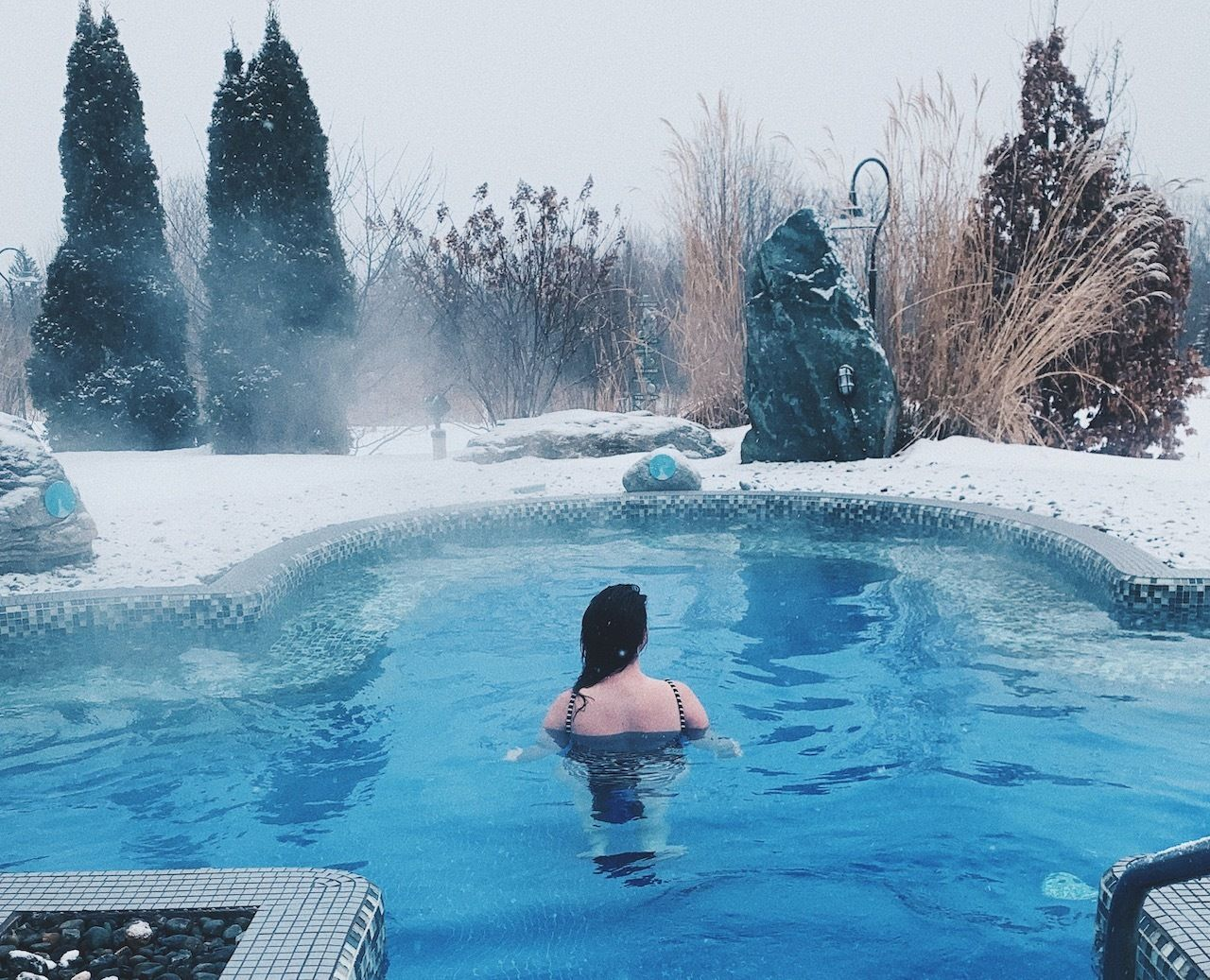 Ice hot tub in Quebec