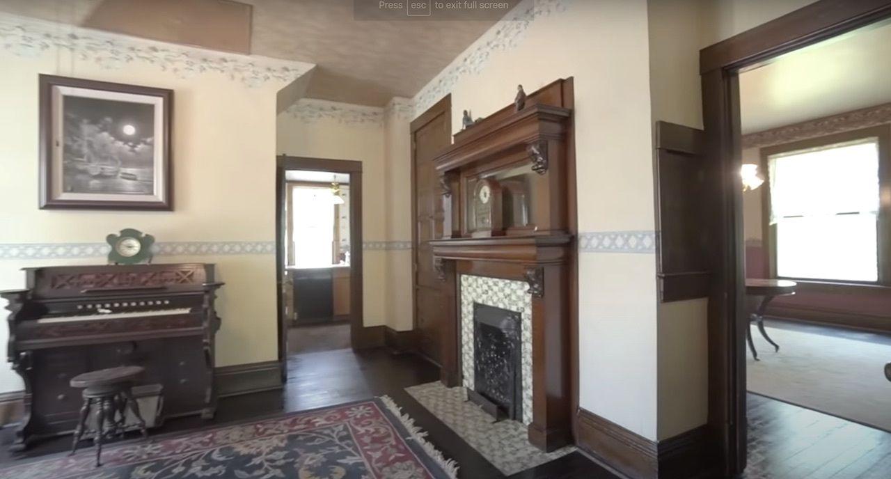 Buffalo Bill's house interior