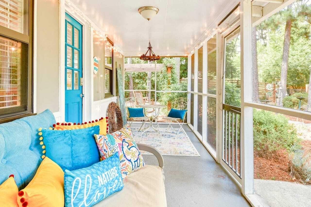Charming Cottage with Alpacas Llamas Atlanta