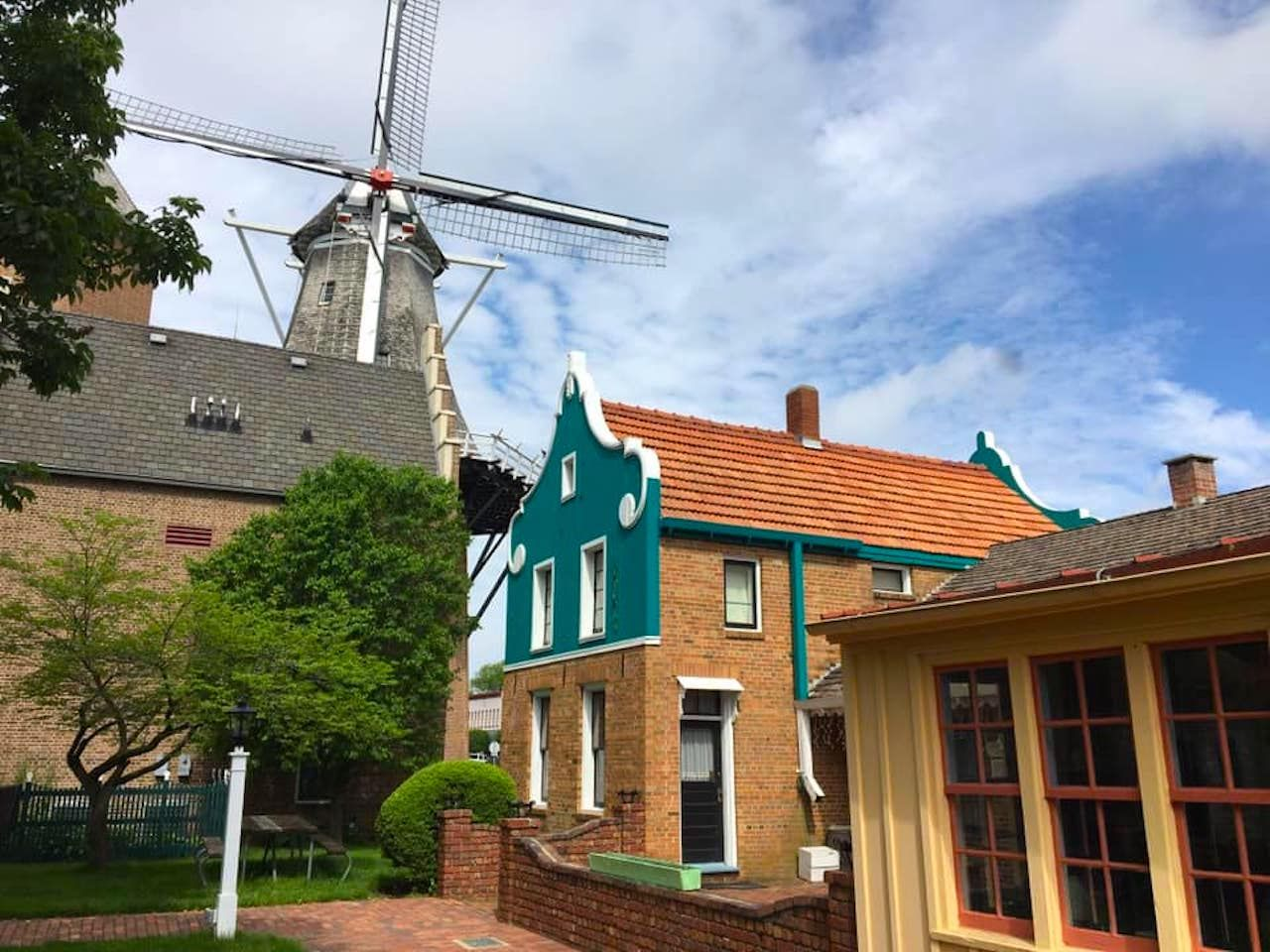 Pella Historical Museum and Tulip Time, King's Day in Dutch culture