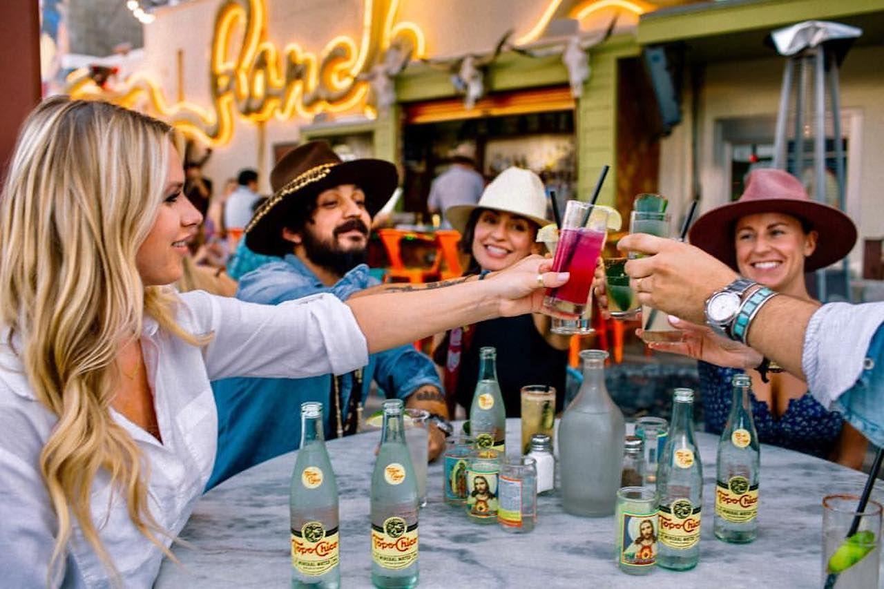 People cheersing drinks