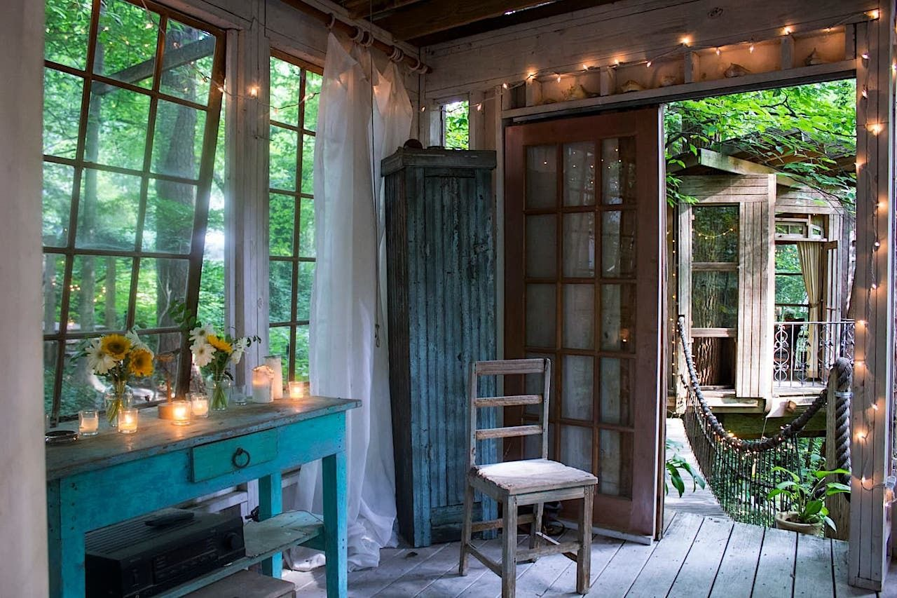 Secluded treehouse Atlanta