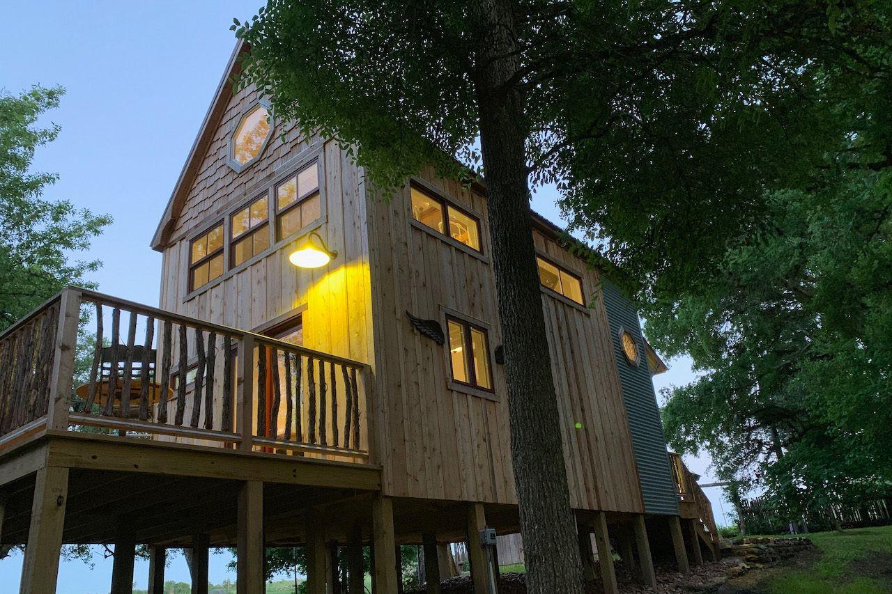Wooden cabin in Round Top, Texas