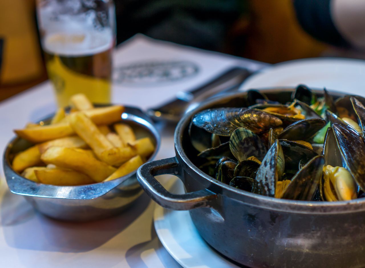 mussels and fries, regional food france