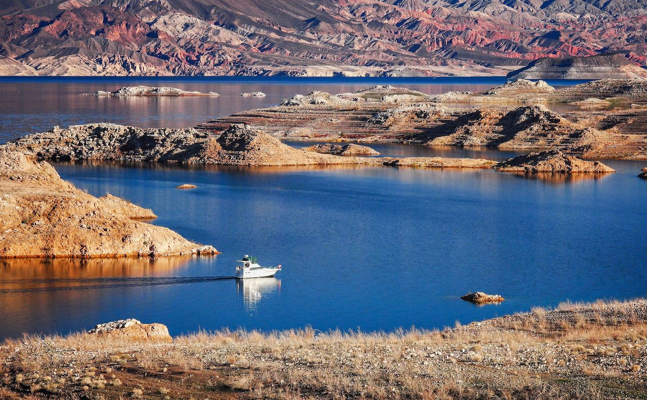A powerboat cruising on Lake Mead, Nevada Attractions