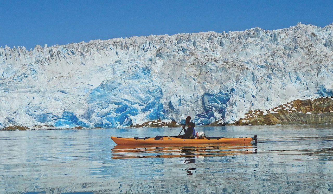 KAYAKING glacier – credit TasermiutSGE
