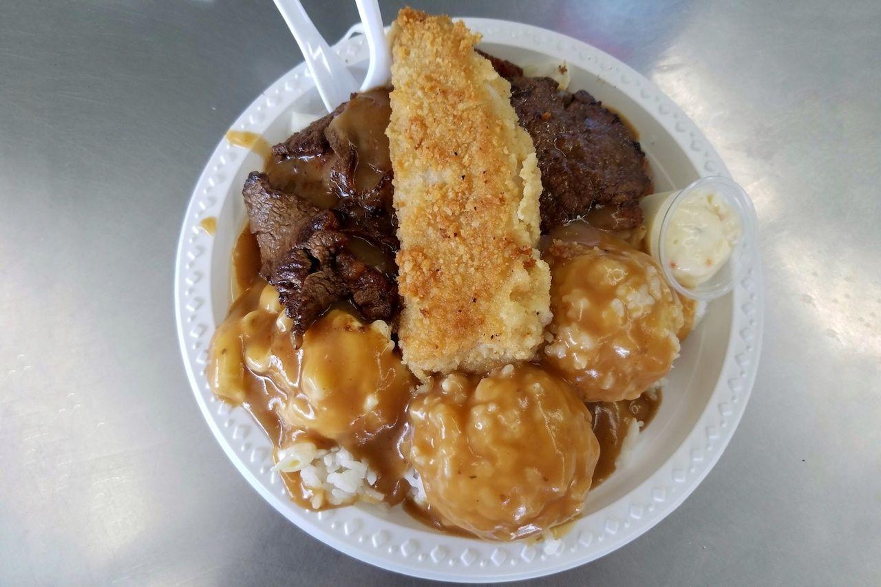 Mix,Plate,-,Bbq,Beef,,Boneless,Chicken,And,Mahi,Mahi