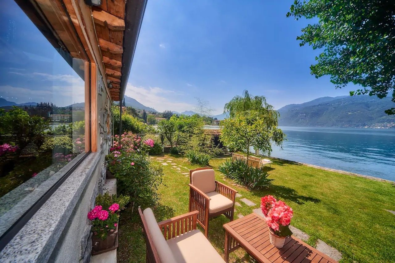 One-bedroom house with private garden Lake Como Airbnb view overlooking ocean, Lake Como Airbnbs