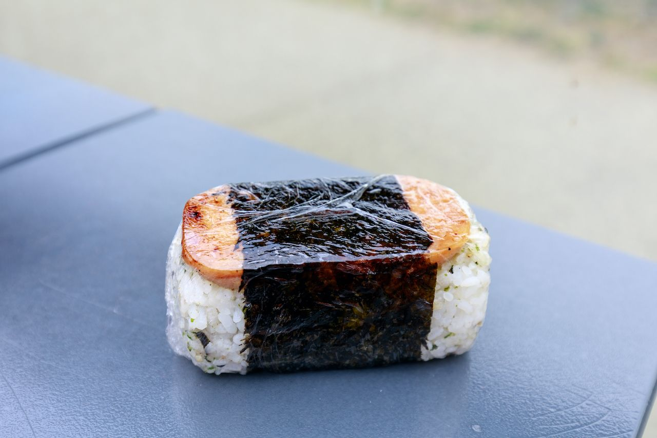 Hawaiian,Cuisine,,Spam,And,Rice,,Fusion,Japanese,Sushi,And,Onigiri