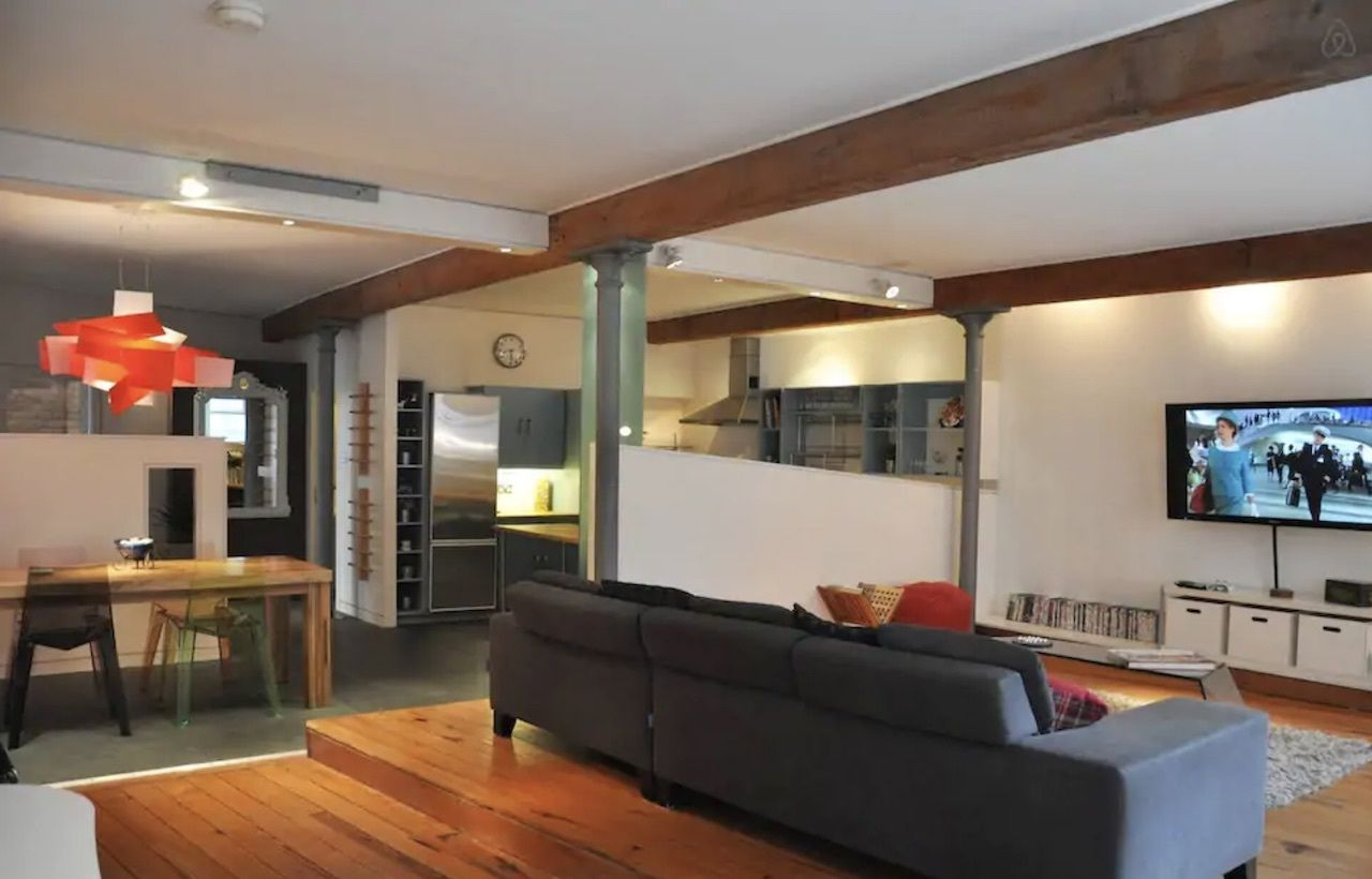 Luxury Deansgate two bed loft apartment with free parking, best airbnbs in Manchester