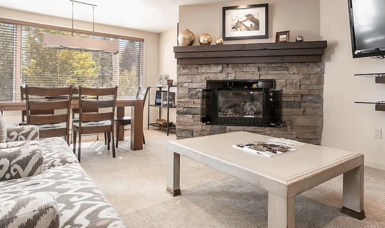 Snowmass Village ski-in, ski-out condo with perks living room with fireplace, airbnbs in Aspen