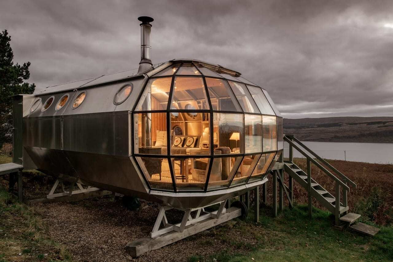 secluded-airship-airbnb-remote-uk