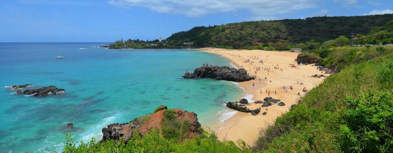 Tropical sandy beach, Oahu, Hawaii, Waimea Bay Beach Park, Oahu beaches for families