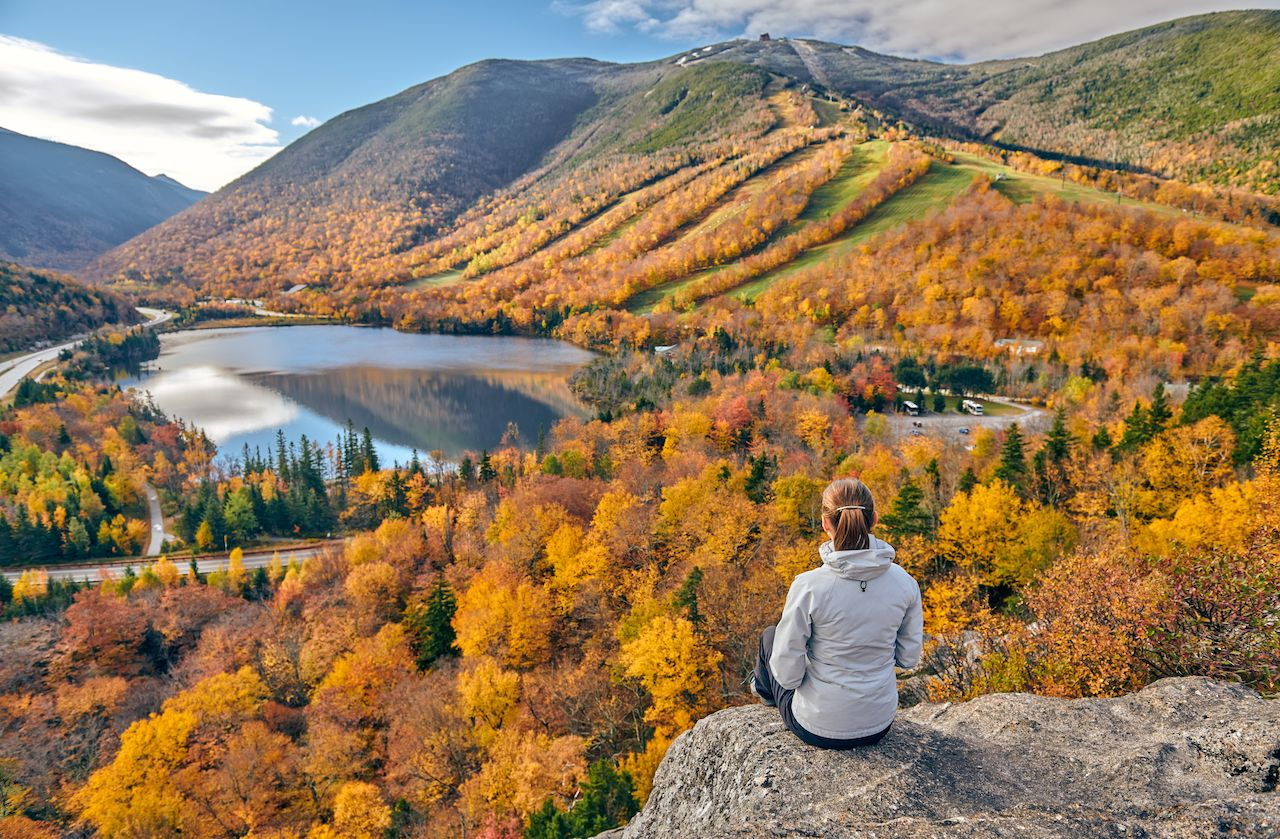 Woman,Hiking,At,Artist's,Bluff,In,Autumn.,View,Of,Echo