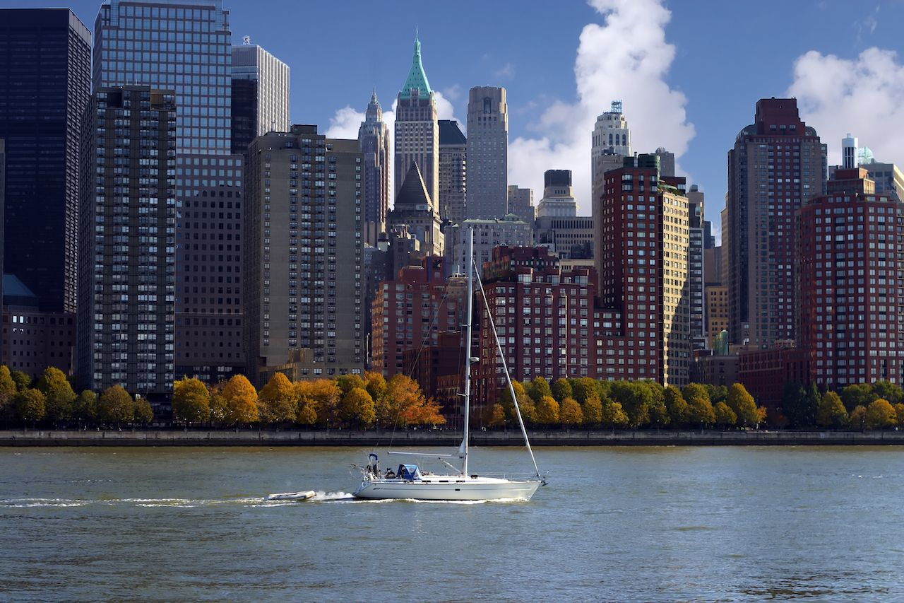Sail,Boat,With,Nyc,Buildings,As,A,Background