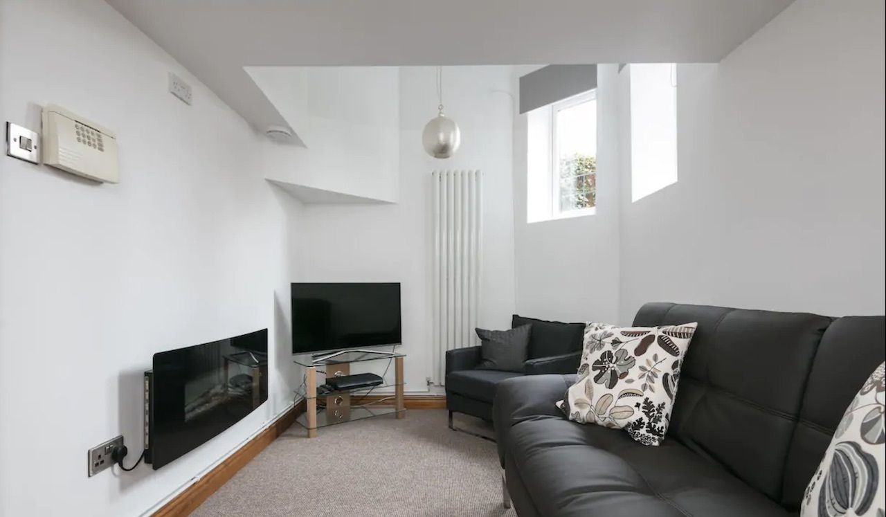 Spacious two bed basement flat with garden, best airbnbs in Manchester