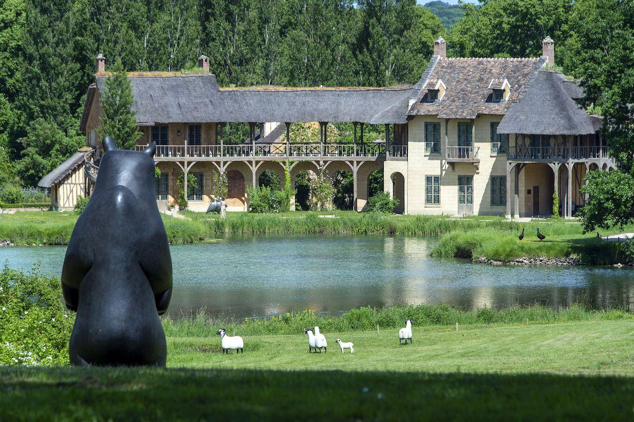Animal sculptures Versailles, Bear