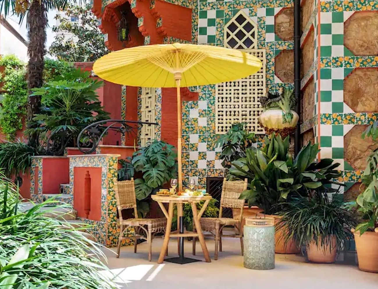Antoni Gaudí house in Barcelona garden