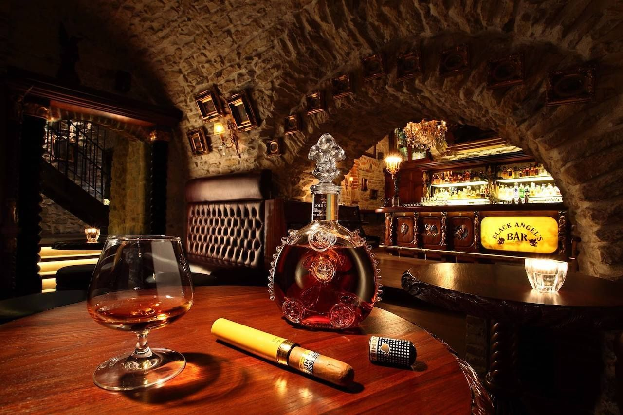 Black Angeľs Bar Prague, Prague bars