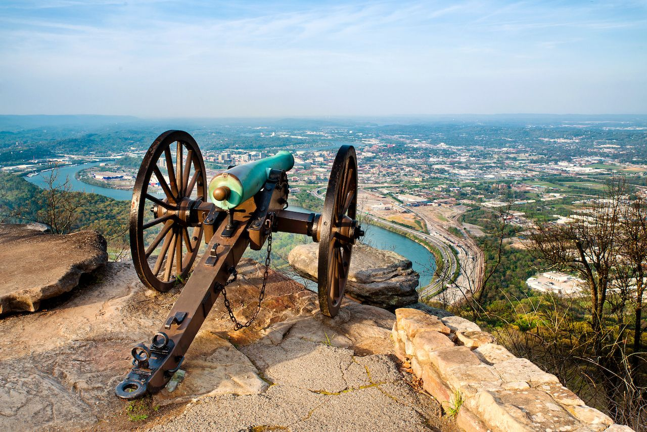 Civil,War,Era,Cannon,Overlooking,Chattanooga,,Tennessee,,From,Point,Park, outdoor activities in Chattanooga