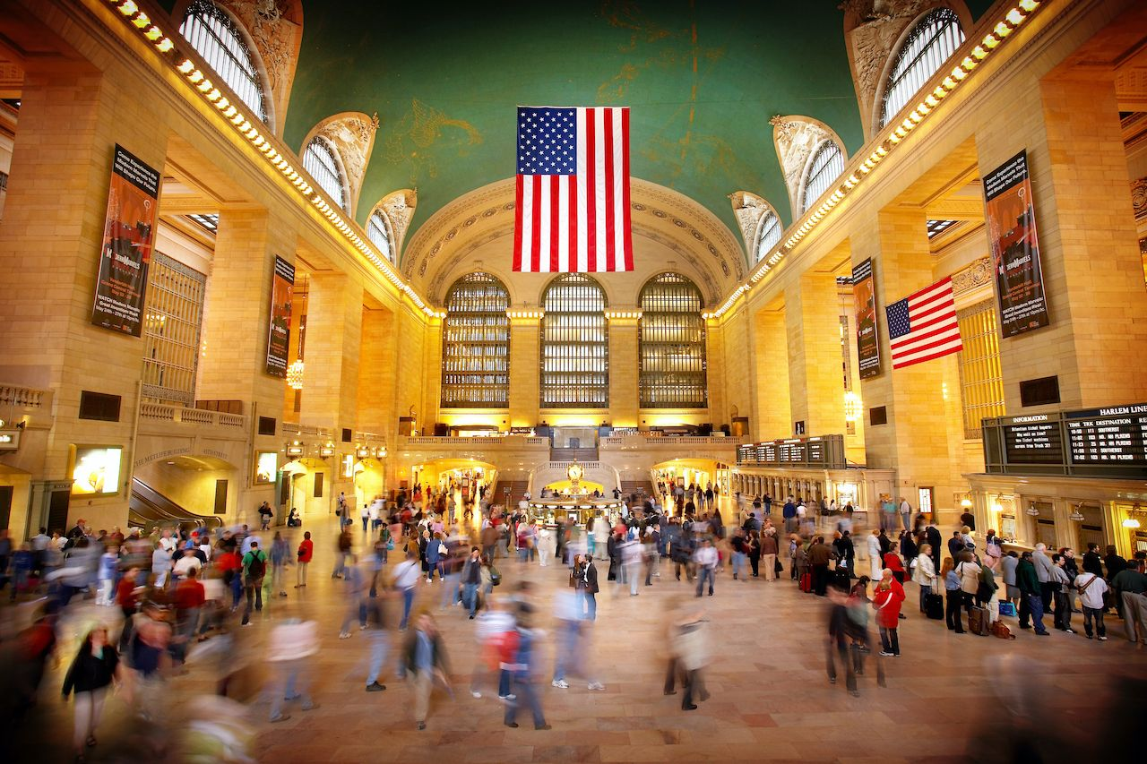 New,York,-,May,20,,2006:,Couple,Pauses,To,Embrace, beautiful train stations