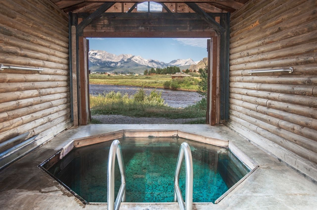 Hike-in-the-Sawtooth-natural-hot-springs-Mountain-Village-Resort, hikes in the Sawtooth