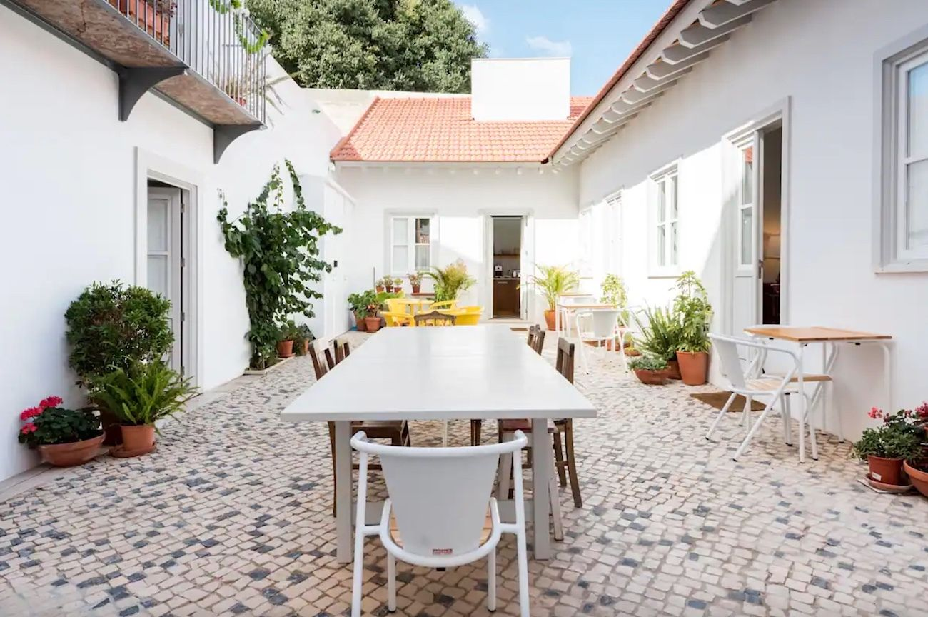 Stylish Cottage with stunning patio in the historic center, Lisbon Airbnb